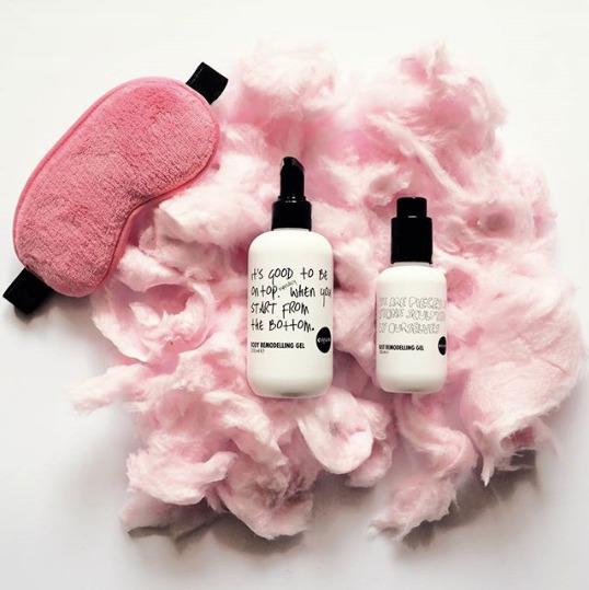 Bodegón cosmetica pink agencia contenido redes sociales fotografía